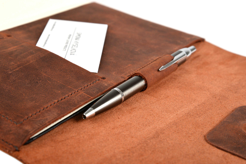 Kožený obal na diář s poutkem na pero