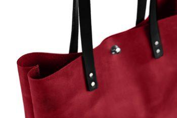 Kožená kabelka v červené barvě